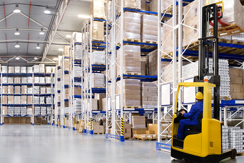 Huge distribution warehouse using Warehouse Management System.